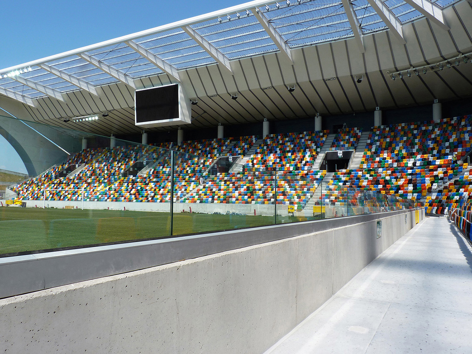 Faraone balustrades and protective glass systems for sports facilities